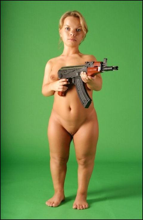 Фото голой груди реальные девушки в душе